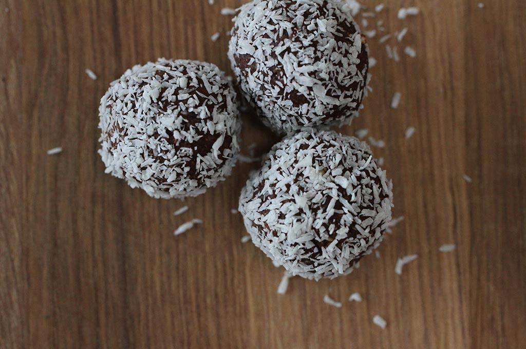 Vegan sugar free rum balls